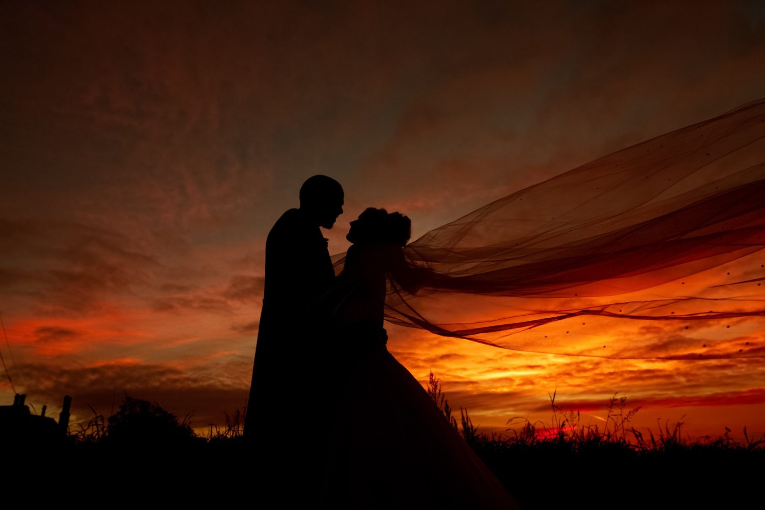 bride and groom sunset silhouette